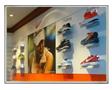 ร้านขายเสื้อผ้า, อุปกรณ์กีฬา